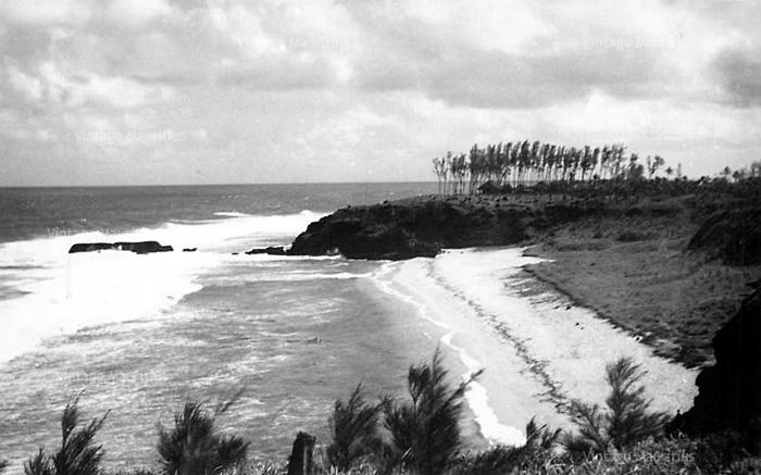 Gris Gris beach - Mauritius - 1955 - Crashing Waves