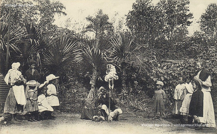 Curepipe - Mauritius - The Clever Monkey performing under the commands of its master - 1920s