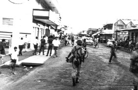 Rioting in Port Louis - Desforges Street - 1967 (Courtesy: Alasdair Ward)