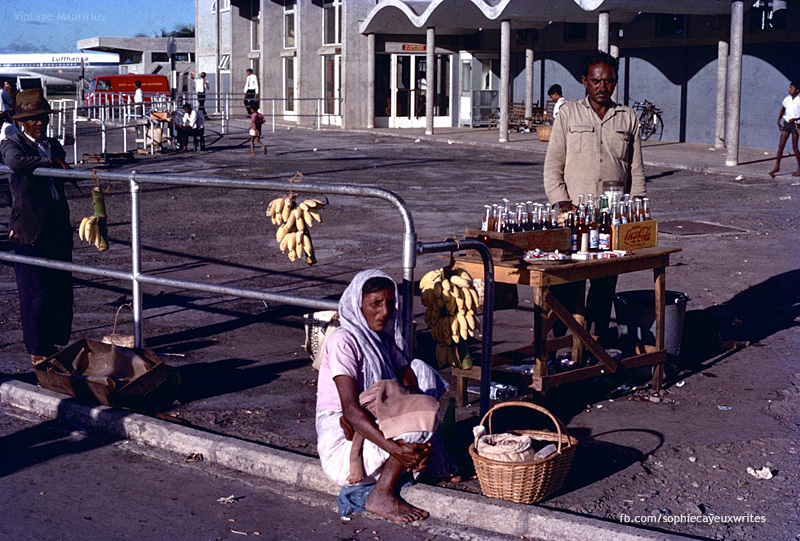 Plaisance Airport - Hawkers of the Days - Plaine Magnien - 1971 (Courtesy: Sophie Cayeux)