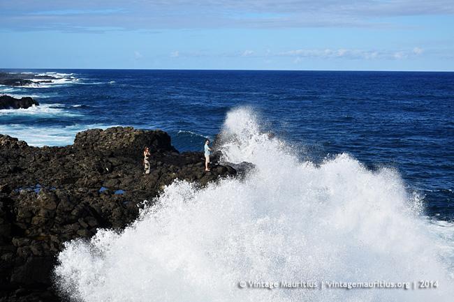Pont Naturel - Mauritius - Crashing Waves & Cliffs - 2014 - Tourists Enjoying