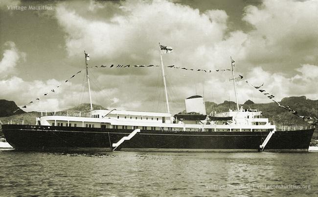 Port Louis Harbour - Royal Yatch Britannia - Queen Elizabeth - Mauritius - Mar 1972 (Courtesy: Mohammad Faiz)