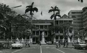 Port Louis - Place D'Armes - the Government House - Queen Elizabeth Statue - 1960s