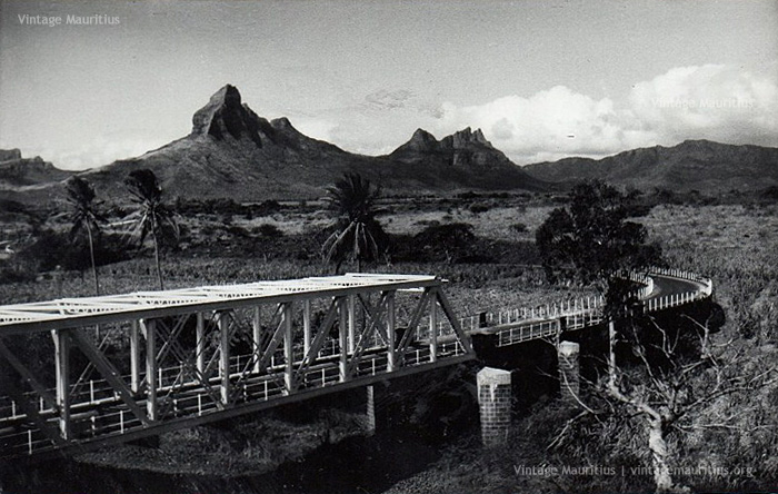 Tamarin Bridge - with View on the Rempart Mountains - 1960s