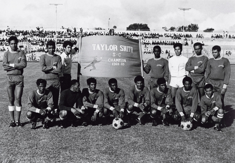 taylor-smith-football-team-champions-68-69-vintage-mauritius